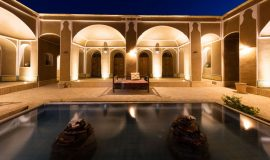 yard-night-tak-taku-guesthouse-isfahan