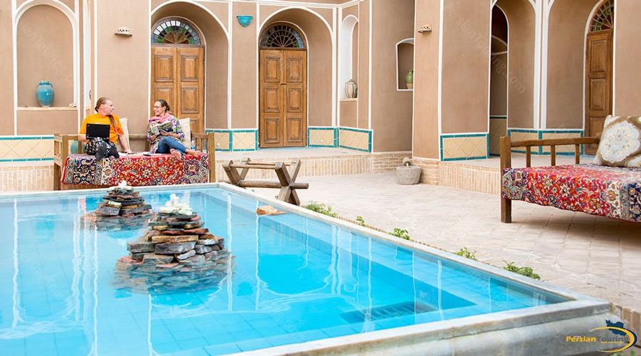 yard-tak-taku-guesthouse-isfahan