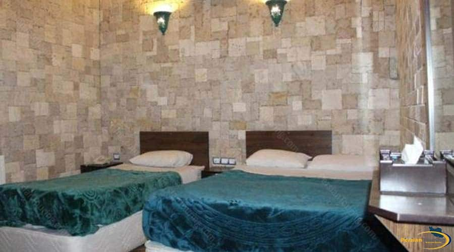 firoozeh-traditional-hotel-yazd-triple-room-1