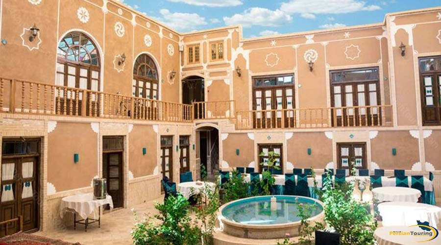 firoozeh-traditional-hotel-yazd-yard-2