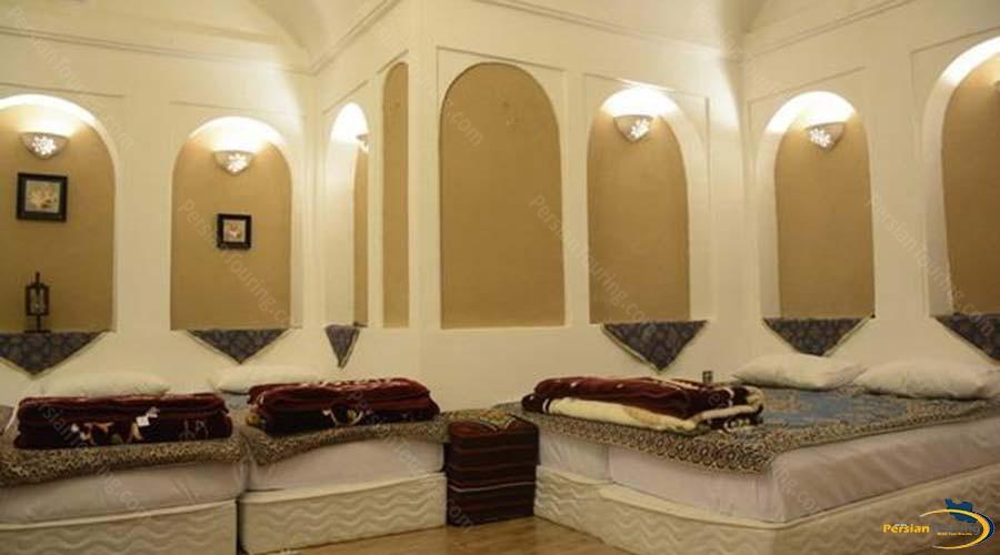 khane-dohad-hotel-yazd-quadruple-room-1