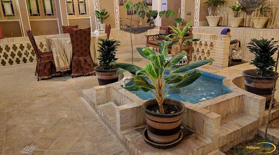 khane-dohad-hotel-yazd-yard-1