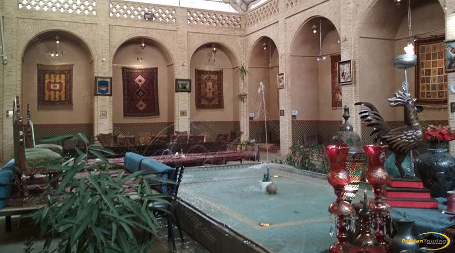 morshed-garden-traditional-hotel-yazd-yard-1