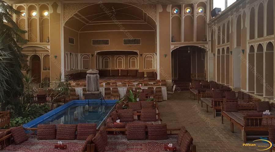 mozafar-traditional-hotel-yazd-altar-1