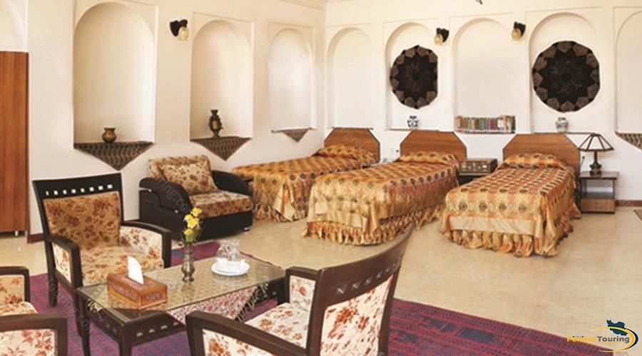 mozafar-traditional-hotel-yazd-triple-room-1