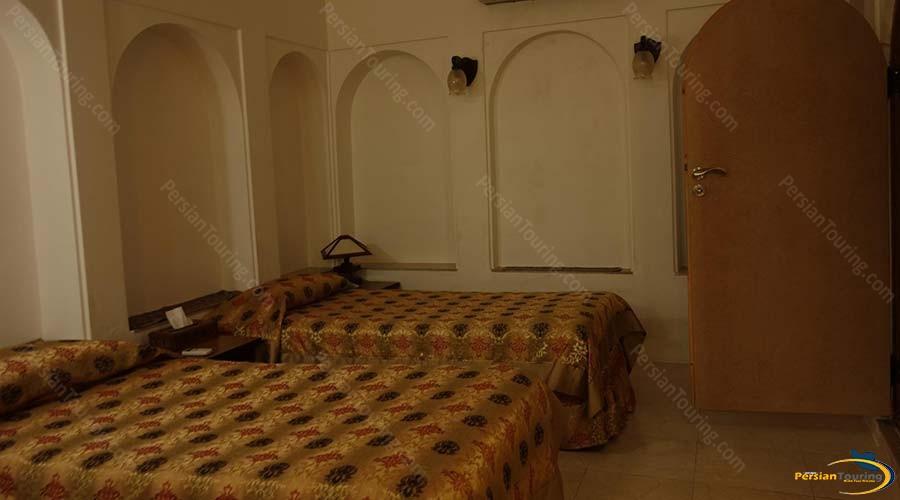 mozafar-traditional-hotel-yazd-twin-room-1