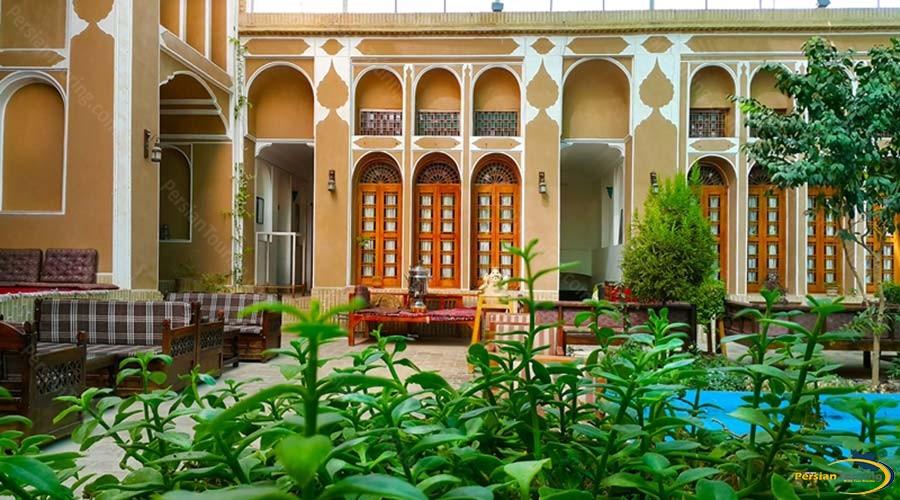 mozafar-traditional-hotel-yazd-yard-2