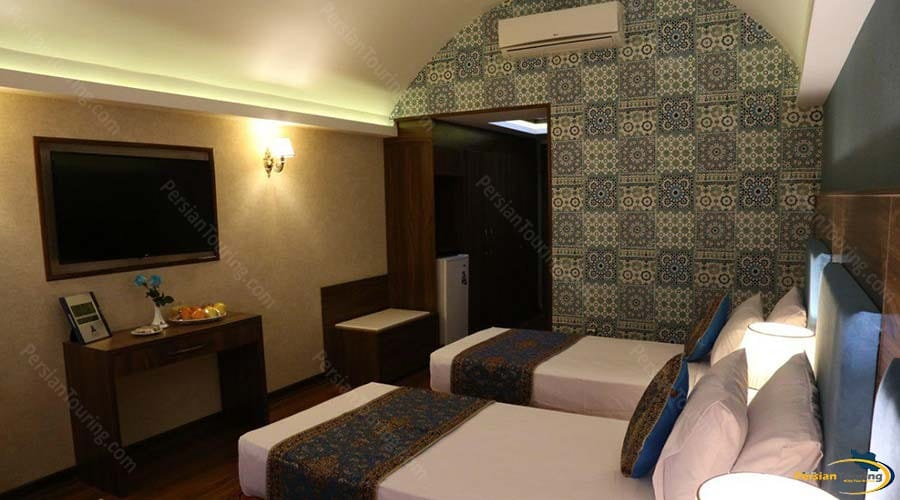 parsian-azadi-hotel-yazd-twin-room-1