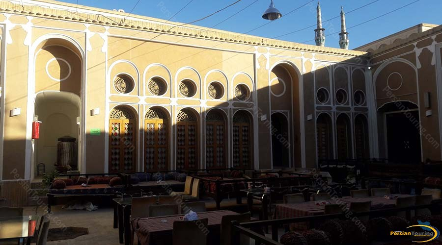traditional-hotel-yazd-yard-1