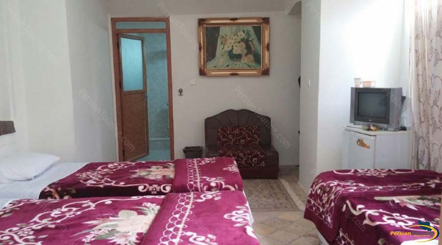 traditional-kohan-hotel-yazd-triple-room-1