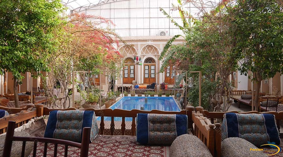 traditional-kohan-hotel-yazd-yard-1