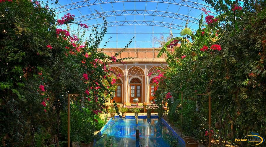 traditional-kohan-hotel-yazd-yard-2
