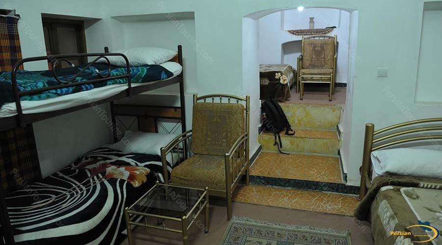 traditional-kourosh-hotel-yazd-sixe-beds-room-1