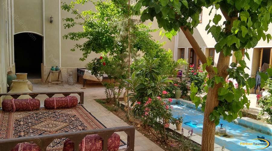 traditional-kourosh-hotel-yazd-yard-1