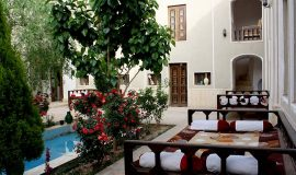 traditional-kourosh-hotel-yazd-yard-2