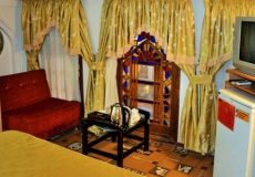 vali-traditional-hotel-yazd-five-beds-room-1