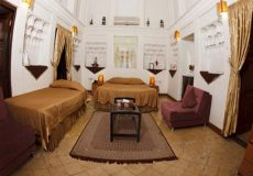 vali-traditional-hotel-yazd-quadruple-room-1