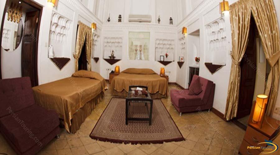 vali-traditional-hotel-yazd-quadruple-room-1