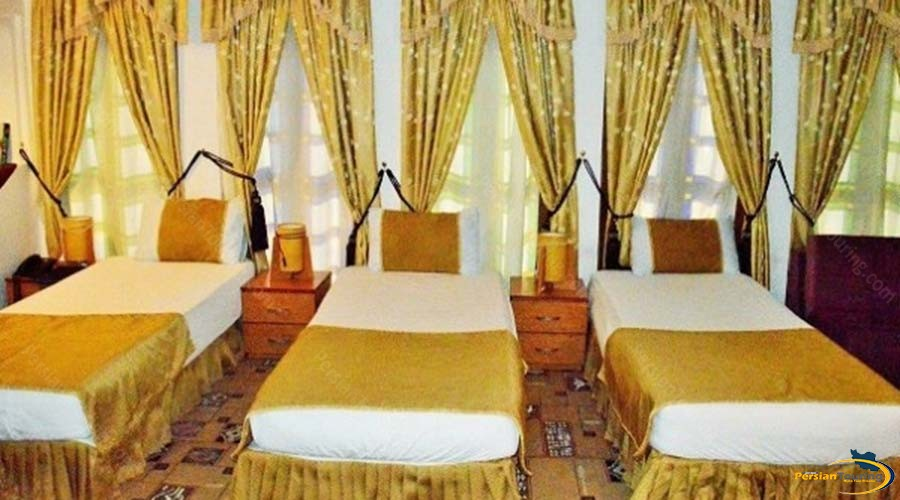 vali-traditional-hotel-yazd-triple-room-2