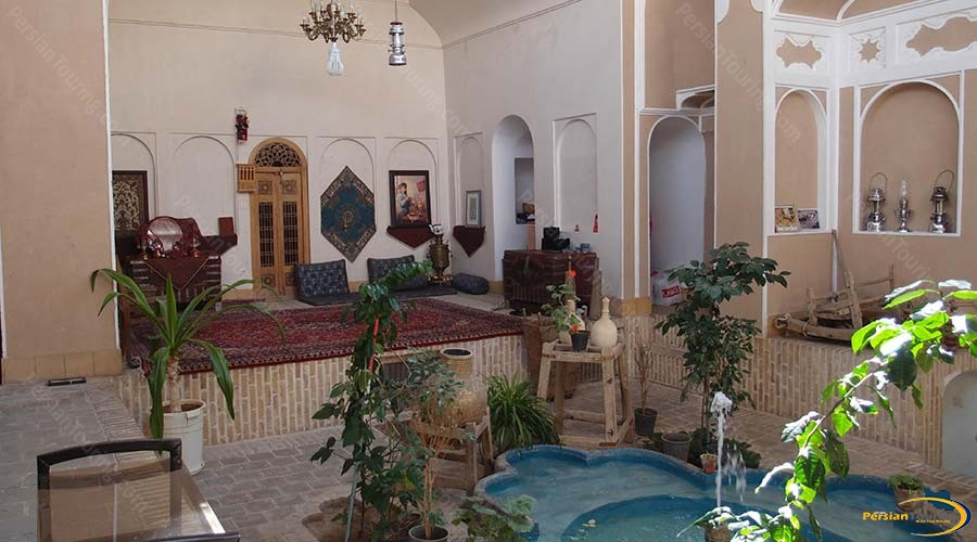 vali-traditional-hotel-yazd-yard-1