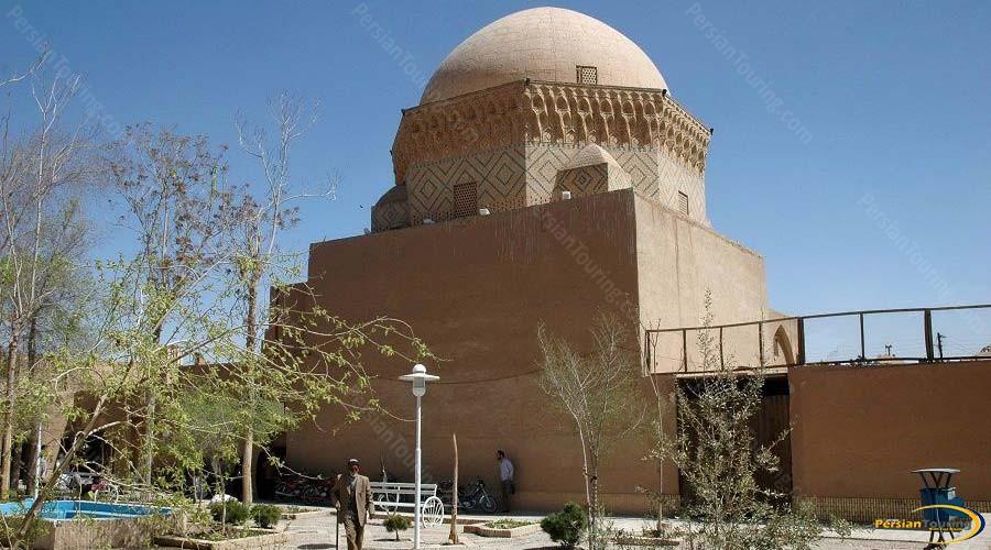 davazdah-imam-mausoleum-5